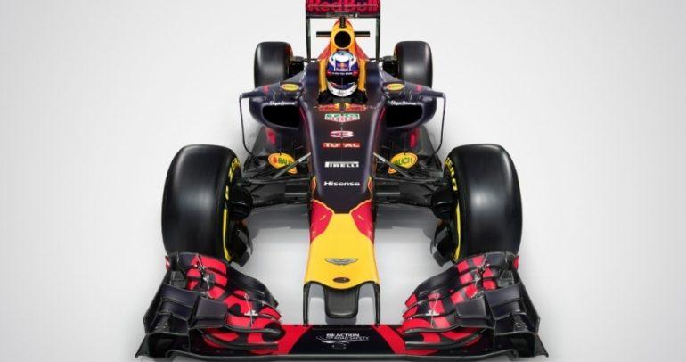 أستون مارتن تنظر إلى عالم الفورمولا واحد لعام 2021