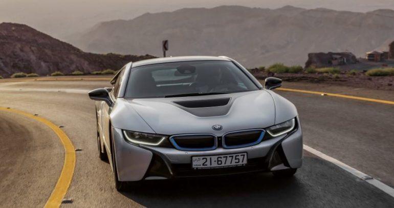 بالفيديو: تجربة سيارات بي ام دبليو الفئة i في الأردن