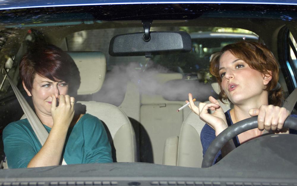 نتيجة بحث الصور عن إزالة رائحة الدخان من السيارة