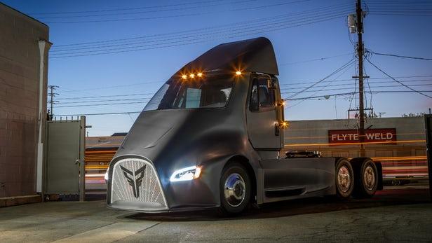 الشركة التي طلبت مسبقا 100 شاحنة شبه مستقلة القيادة من تسلا