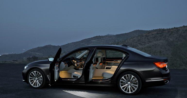 """استخدام تكنولوجيا """"جوهر الكربون"""" في تصنيع سيارة بي ام دبليو الفئة السابعة"""