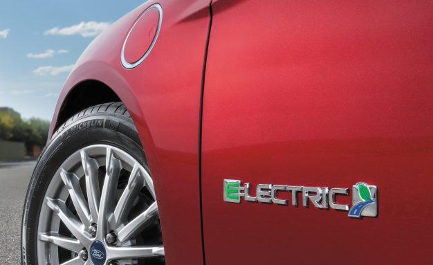 هل تنقل فورد إنتاج سيارات الدفع الرباعي الكهربائية إلى المكسيك؟