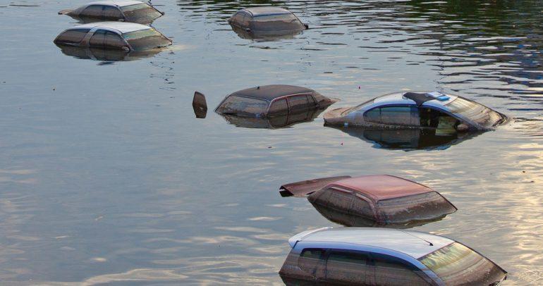 8 طرق قد تكشف حقيقة غرق السيارة سابقا بالمياه