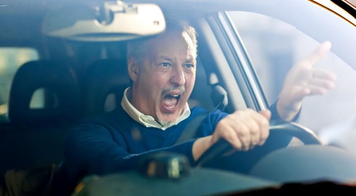 القيادة العدوانية ما هي؟ وكيف السبيل لتفاديها؟