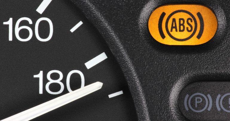 نظام منع انغلاق المكابح ABS في سيارتك: ما أهميته؟ وكيف يعمل؟