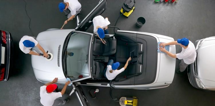 10 أخطاء تؤذي السيارة يقوم بها السائق