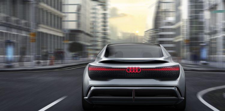 أودي تسعى لببيع 800 سيارة كهربائية بحلول 2025