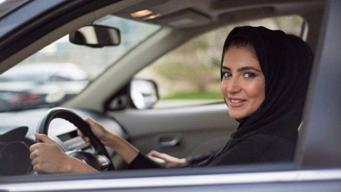 تجارب قيادة حية في جناح شركة الجميح للسيارات في السعودية