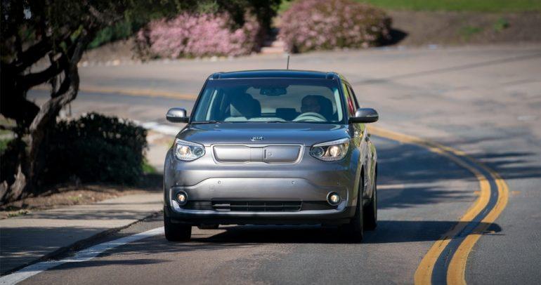 نظام جديد للشحن اللاسلكي في سيارة كيا سيول الكهربائية