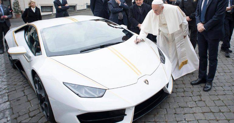 بيع سيارة مميزة من لامبورجيني هوراكان لصالح الأعمال الخيرية.
