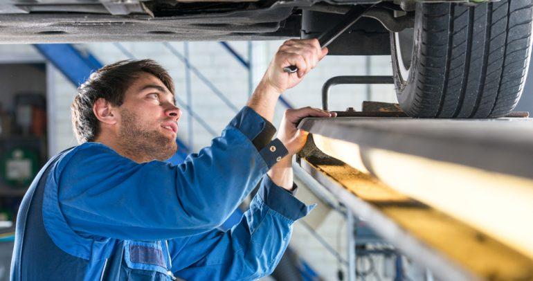 أبرز ما يجب فحصه عند صيانة السيارة