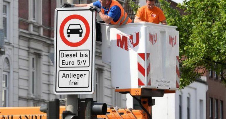 أزمة منع مرور سيارات الديزل في بعض شوارع مدينة ألمانية تتفاعل
