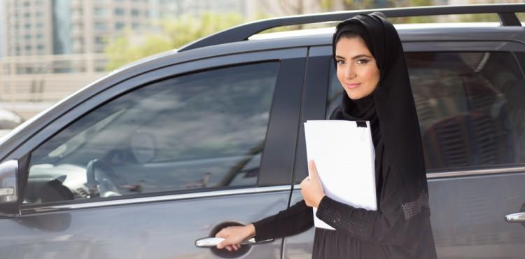 بدء خدمة المساعدة على الطريق للسائقات في السعودية.. والتفاصيل؟