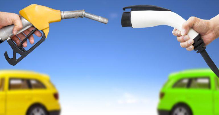 ما علاقة السيارات الكهربائية بانخفاض الطلب العالمي على النفط ؟