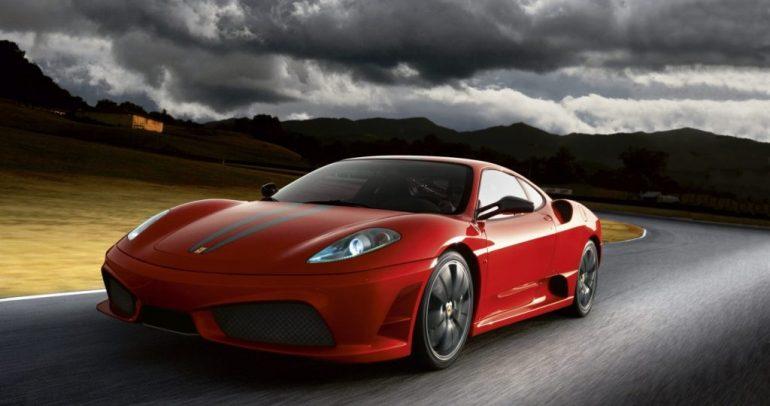 أبرز سيارات فيراري المزودة بمحركات V8