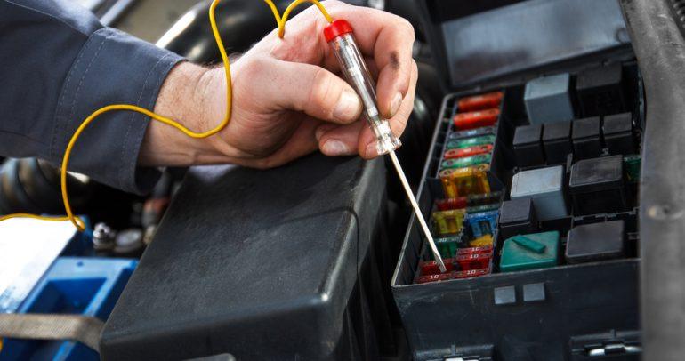 تفاصيل عمل النظام الكهربائي في السيارة