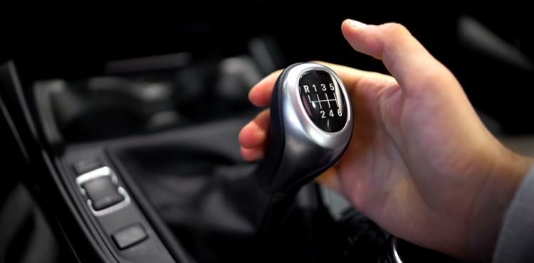 علاقة نظام نقل الحركة بمحرك السيارة