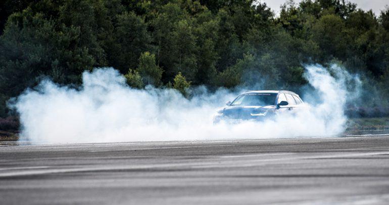 أودي RS6 معدلة تنطلق بسرعة مخيفة