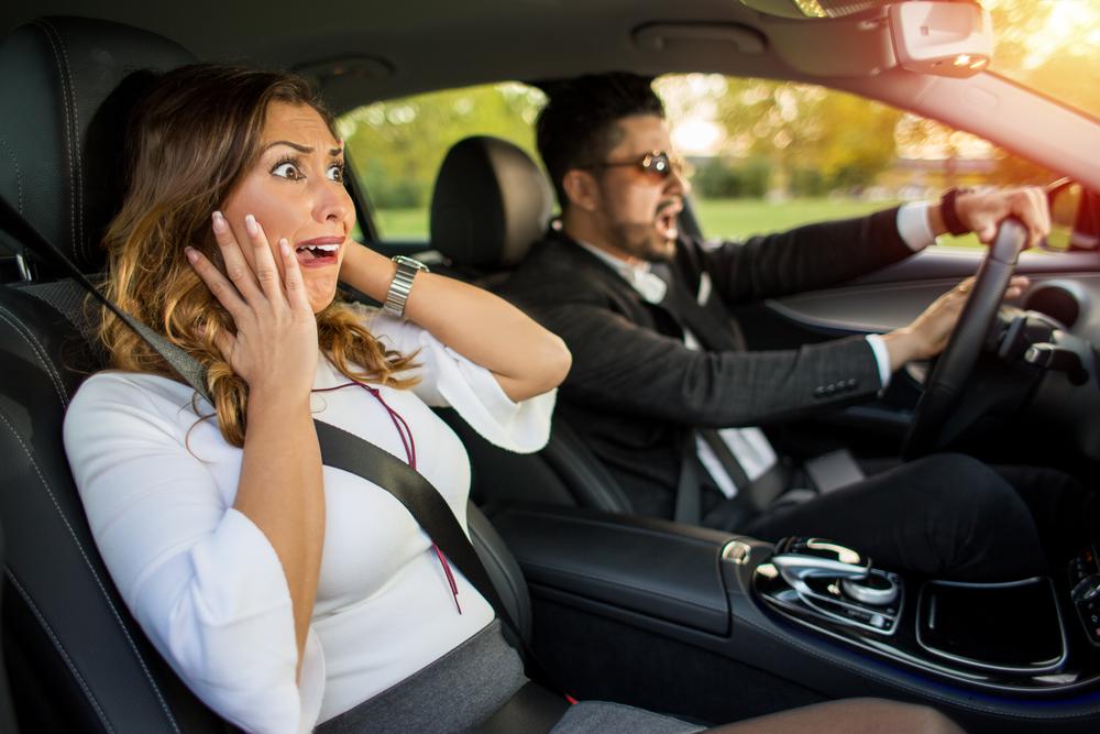 كيفية التعامل مع أبرز اعطال السيارة أثناء القيادة