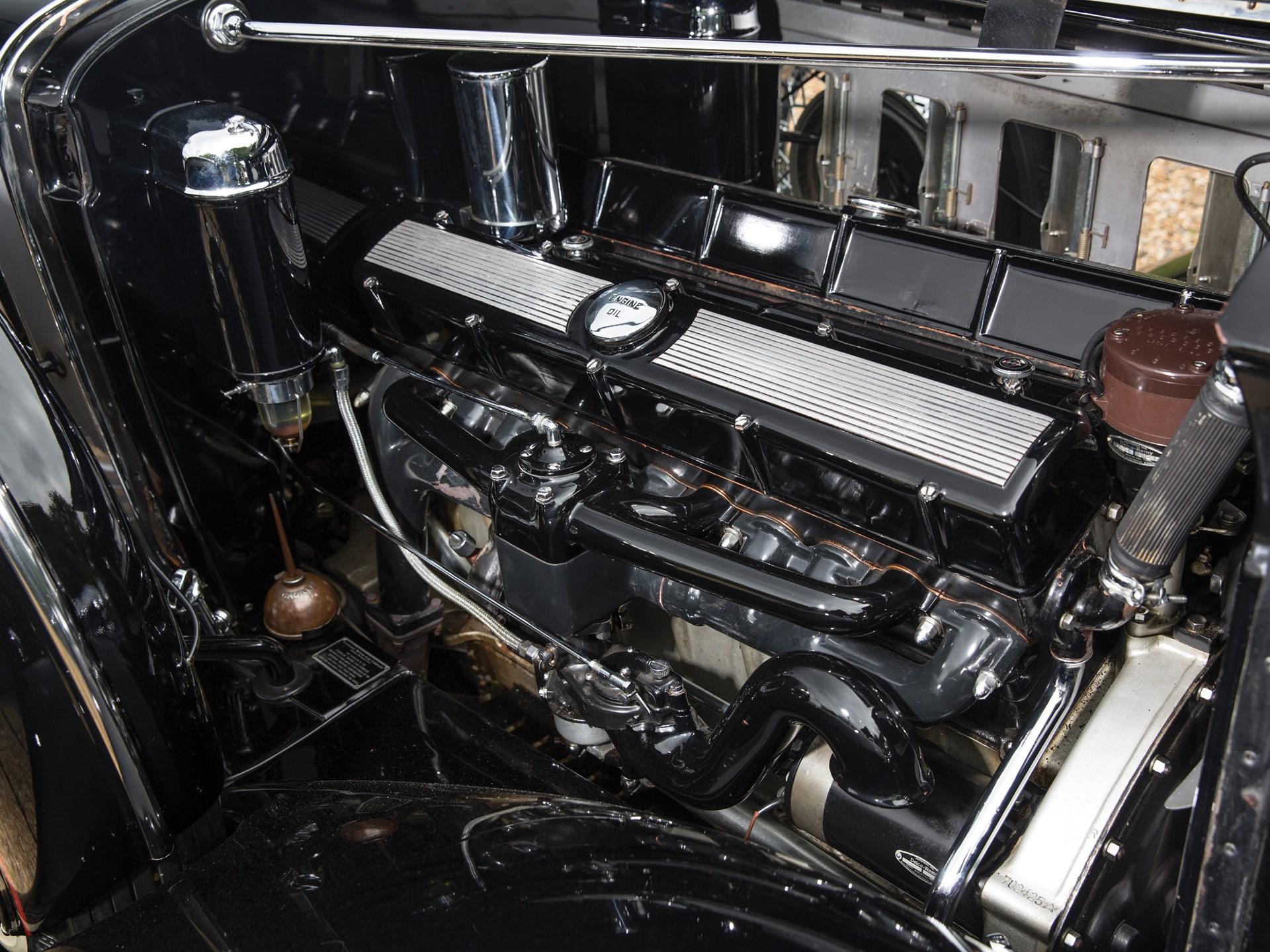 كاديلاك V16 سبورت فايتون