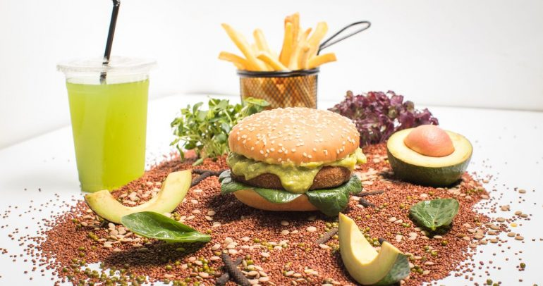 حلبة مرسى ياس توفر وجبات من مختلف المطابخ العالمية