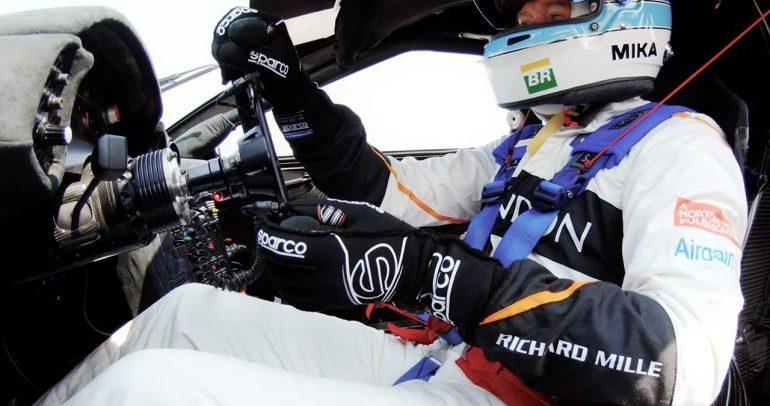 ميكا هاكنين يقوم بلفة على حلبة لاجونا سيكا باستخدام ماكلارين F1 GTR