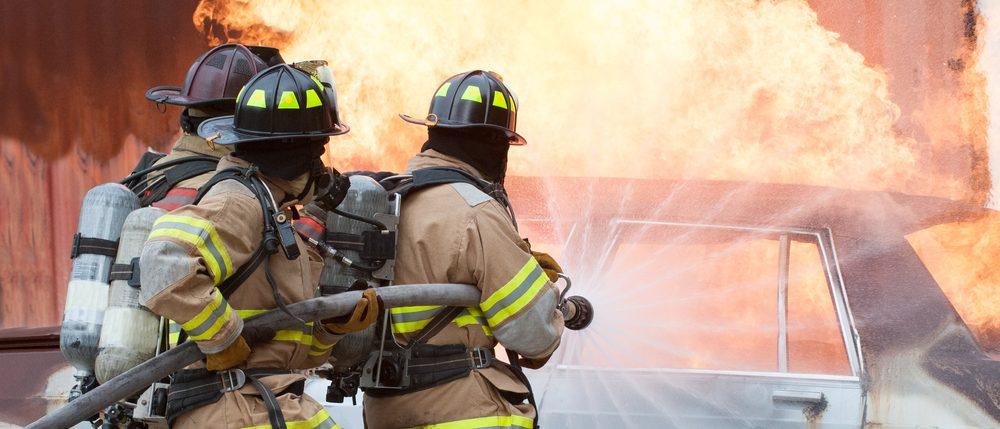 ماذا أفعل عند نشوب حريق مفاجئ في السيارة؟