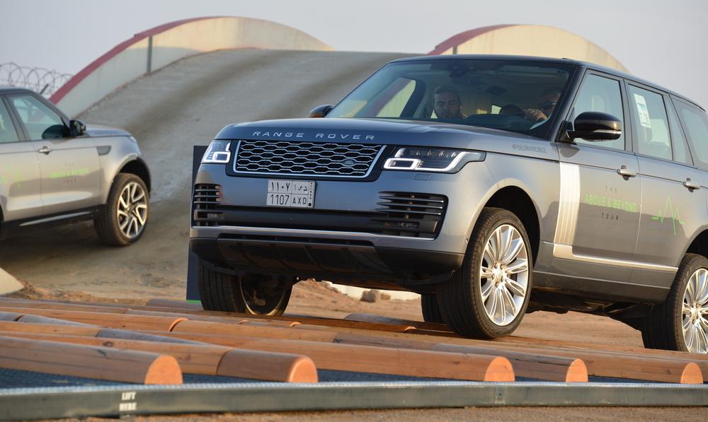جولة قيادة تجريبية لسيارات جاكوار لاند روفر في السعودية