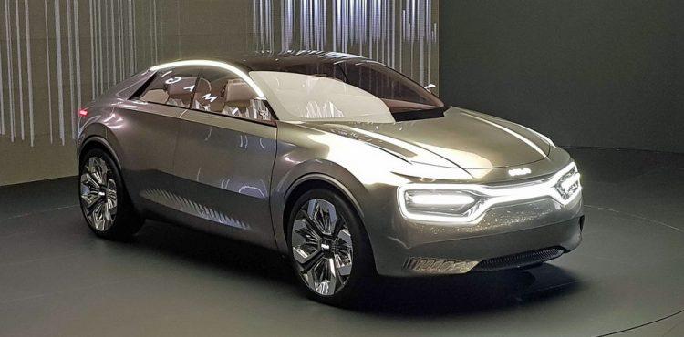 سيارة كيا كهربائية جديدة ذات أربعة أبواب في جنيف