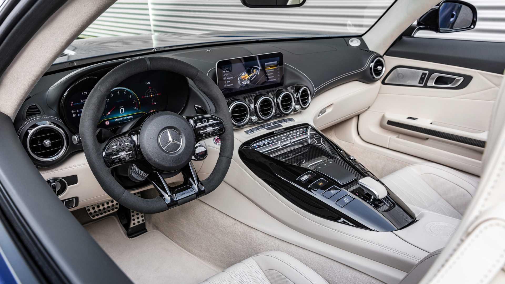 مرسيدس-بنز AMG GT-R المكشوفة