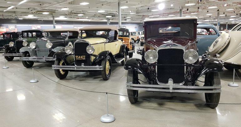 تعرف على بعض السيارات المميزة في مصنع فايبر في مدينة ديترويت