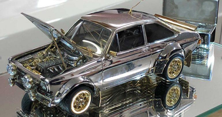 نموذج مميز عن فورد إسكورت من المعادن الثمينة