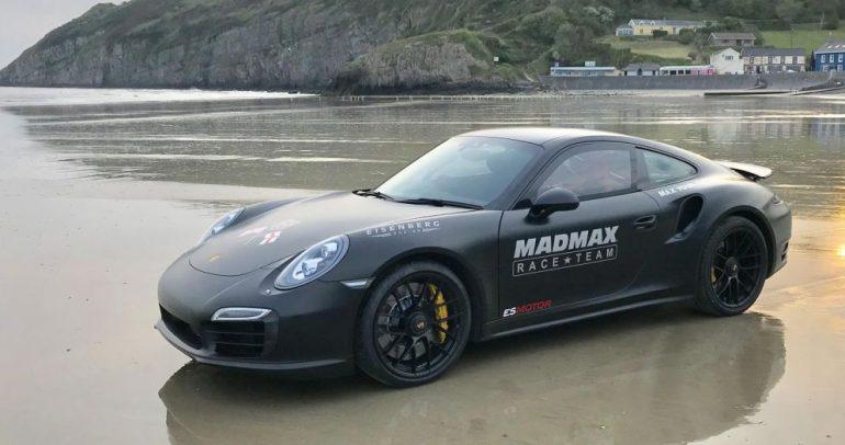 بورشه 911 تيربو تحرز رقما قياسيا جديدا على الرمال