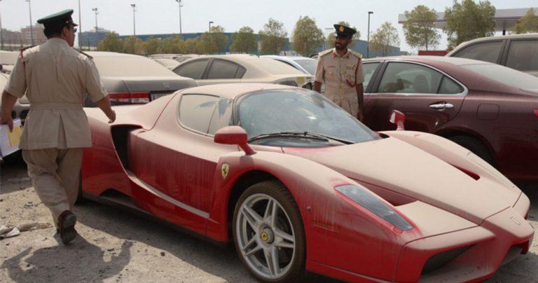 تحديد هوية مالك فيراري مهجورة في دبي!