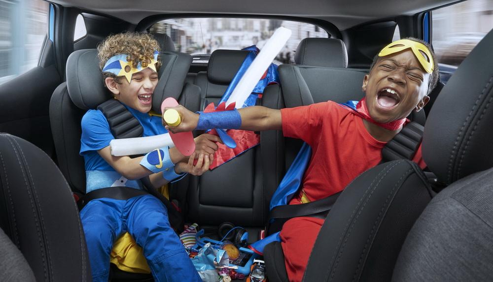 مخاطر سلوك الأطفال السيء أثناء القيادة