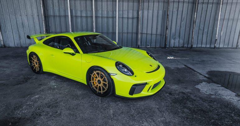 بورشه 911 GT3 بلون مميز جدا