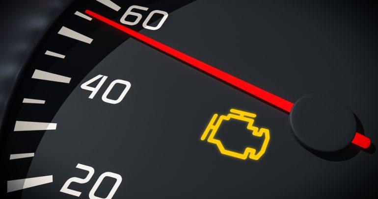 أسباب إضاءة إشارة فحص المحرك