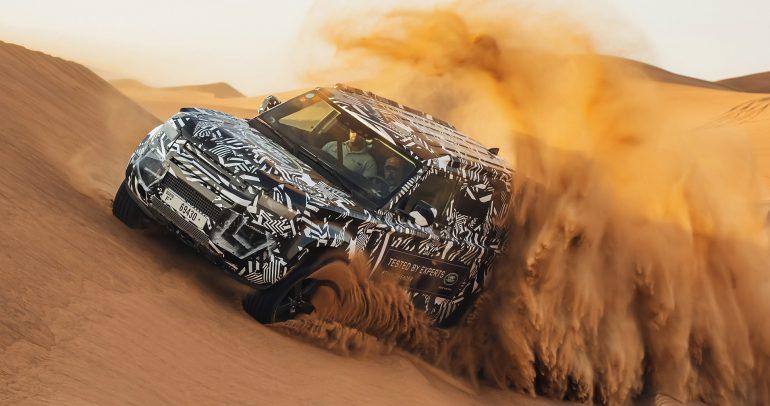 خبراء الصليب الأحمر يجربون نموذج لاند روڤر ديفندر في أقسى الظروف الصحراوية