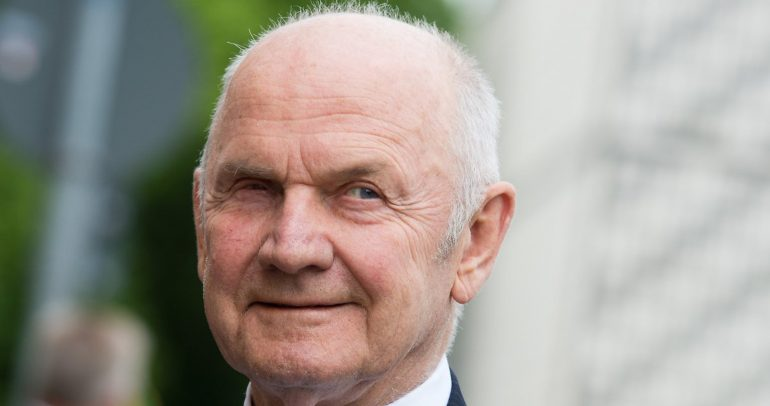 وفاة فيرديناند بيتش رئيس مجموعة فولكس واجن السابق
