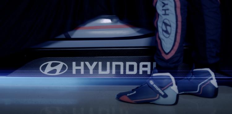 أول سيارة سباق كهربائية من فريق هيونداي موتور سبورت