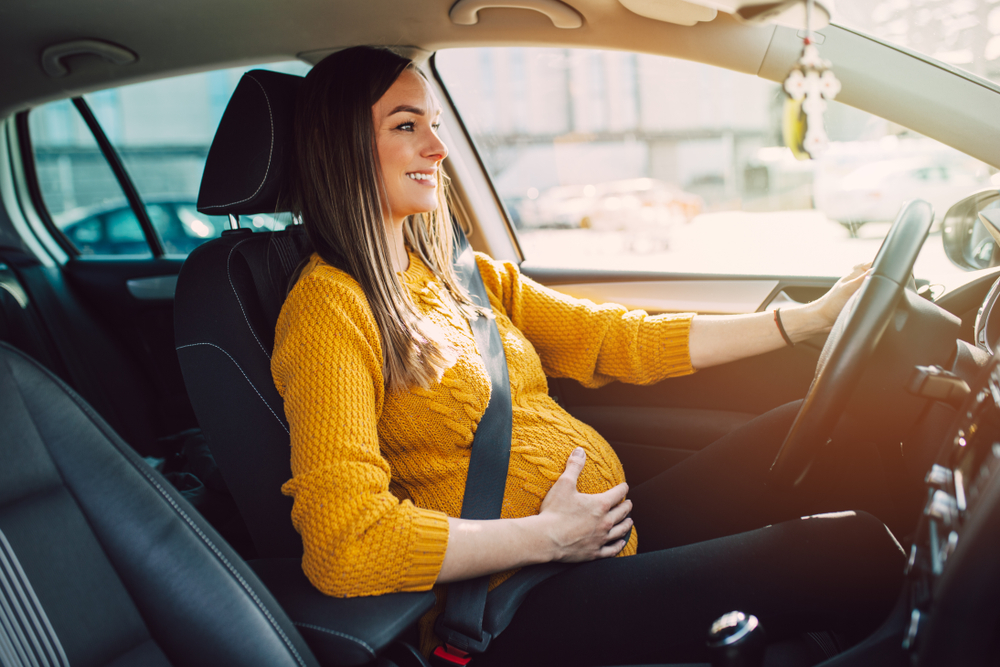 المرأة الحامل.. نصائح لقيادة آمنة