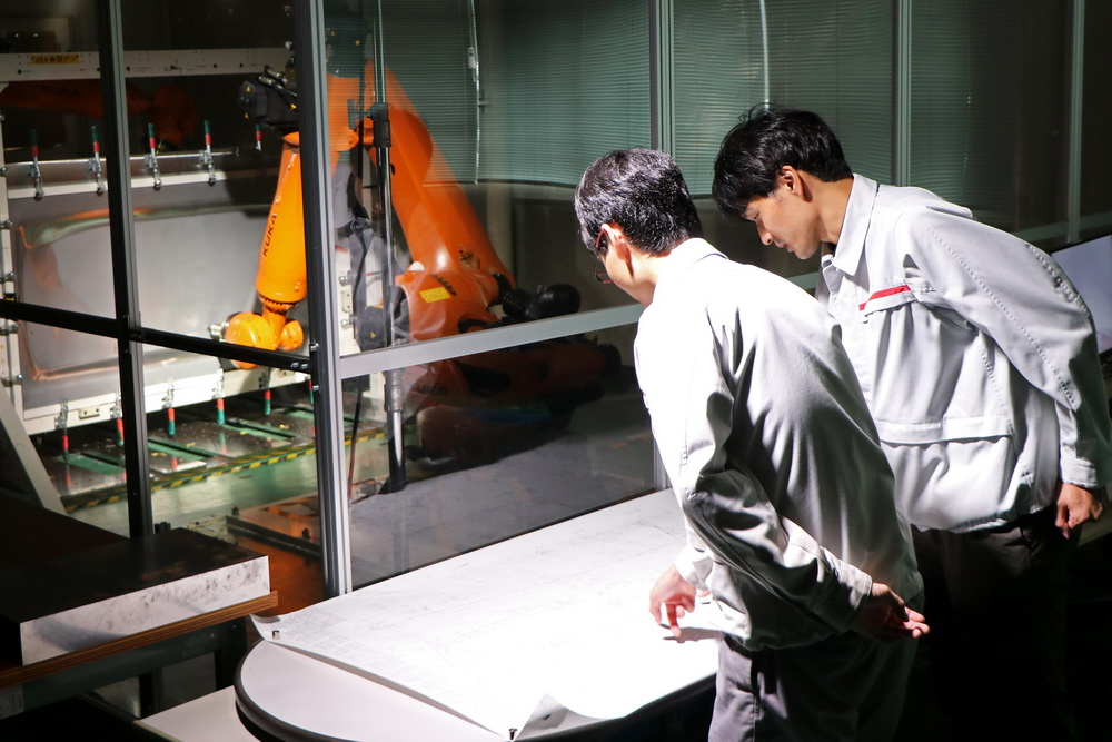 روبو من نيسان لصنع قطع غيار للسيارات!