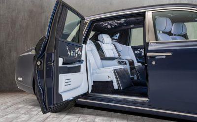 سيارة روز فانتوم خاصة مع مليون غرزة من التطريز