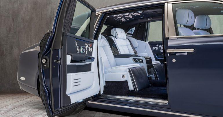 سيارة روز فانتوم خاصة مع مليون غرزة من التطريز!