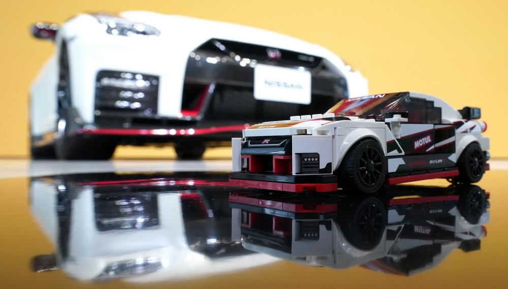 سيارة نيسان GT-R NISMO مصنوعة بالكامل من الليغو!