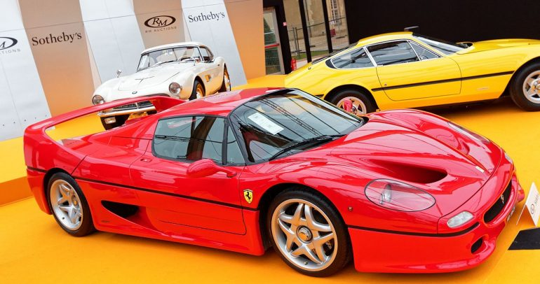 فيراري F50 : سيارة رياضية ذات تصميم أنيق وبمكونات من الفورميولا1