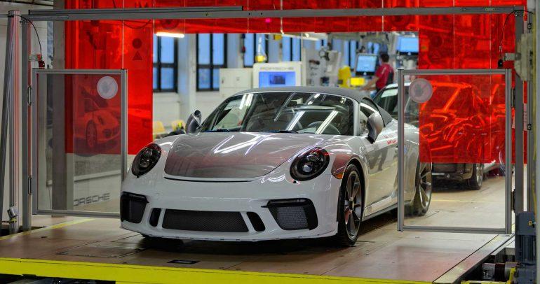 النسخة الإنتاجية الأخيرة من بورشه 911 فئة 991 تغادر خطوط الإنتاج