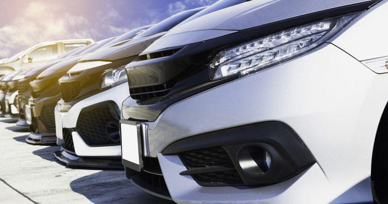خبراء iSeeCars يكشفون عن أطول السيارات عمراً وأكثرها أماناً