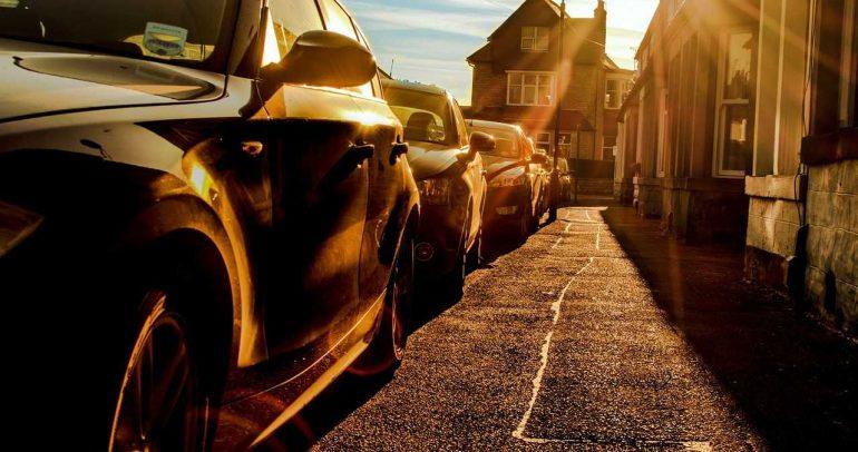 شمس وسيارة