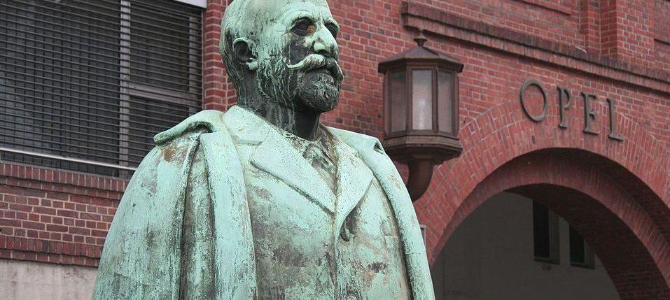 تمثال آدم أوبل